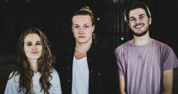Un premier single fracassant pour Dear Mother